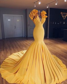 Unique yellow v neck long halter mermaid evening dress, simple long prom dress - Style Evening Dresses Long Prom Gowns, Strapless Dress Formal, Prom Dresses, Formal Dresses, Wedding Dresses, Pageant Gowns, Dress Prom, Club Dresses, Flapper Dresses