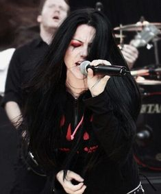 How to Sing Like Amy Lee of Evanescence. Learn to Sing Like Amy Lee. Amy Lee Evanescence, Rock Y Metal, Comics Illustration, Rock And Roll, Women Of Rock, Women In Music, Metal Girl, Girl Crushes, Alternative Metal