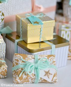 Today I am sharing with you more of my Christmas photos. My wrapped Christmas gifts, which I of course wanted to match my Christmas tree and room decor of sparkling peach and mint. So I wrapped t Easy Diy Christmas Gifts, Christmas Gift Wrapping, Christmas Photos, Christmas Time, Christmas Stuff, Christmas Ideas, Holiday, Gift Wraping, Sparkling Stars