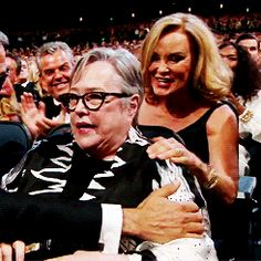 THIS IS TOO DAMN ADORABLE! Kathy Bates, Jessica Lange. American Horror Story. Emmys 2014