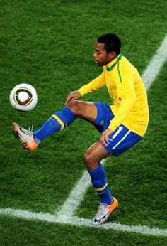 Robinho Photos Photos: Brazil v Chile: 2010 FIFA World Cup - Round of Sixteen Brazil Football Team, Football Icon, National Football Teams, World Football, Football Kits, Football Drills, Football Soccer, Champions League, The Sporting Life