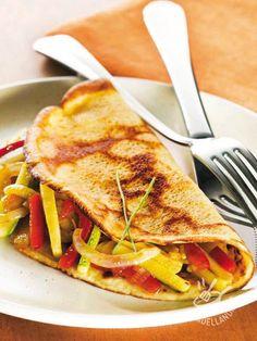 Crepes with zucchini and peppers - Le Crepes salate sono una scoperta davvero versatile: provate le Crepes saporite con zucchine, peperoni e pomodori: una vera sorpresa. #crepesdiverdure