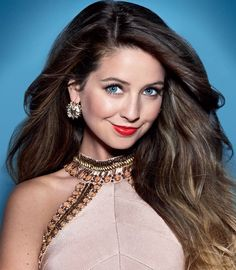 Hi I'm Zoella but u can call me Zoe! I'm 17 years old and I love fashion. The beach is my favorite place and I love meeting new people people and exploring new places. Zoella Makeup, Zoella Beauty, Tanya Burr, Zoe Sugg, She Was Beautiful, New People, Pretty Pictures, Pretty Outfits, Like4like