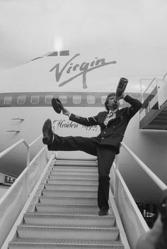 Here is a photo of Richard Branson hydrating with premium champagne (this is how rich people hydrate). | 12 Highly Entertaining Photos Of Richard Branson