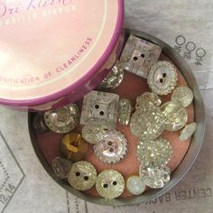 ❥ Divine vintage mirrored glass buttons.