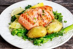 Welcome to my latest Instant Pot recipe and this recipe is for Instant Pot 4 minute salmon, broccoli and potatoes.