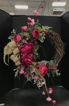Fuchsia and Burlap Wreath by Andrea – Türkränze basteln – Burlap Wreath Crafts, Diy Wreath, Door Wreaths, Tulle Wreath, Easter Wreaths, Holiday Wreaths, Chevron Burlap Wreaths, Floral Wreaths, Diy Spring Wreath