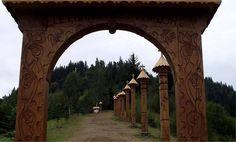 Ezer éves határ - Hit Élet és Nemzet kapu - Erdély Hit, Budapest Hungary, Wood Carving, Big Ben, Arch, Outdoor Structures, Garden, Nature, Travel