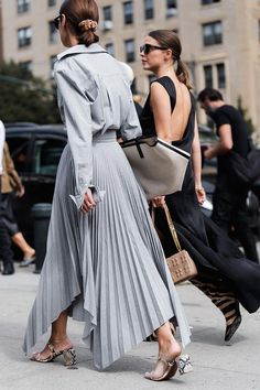 Here Are the Best Street Style Looks From New York Fashion Week Spot Aleali May, HoYeon Jung, Adesuwa Aighewi, Charlotte Lawrence and more. Street Style Trends, Best Street Style, Looks Street Style, Street Style Summer, Cool Street Fashion, Stockholm Street Style, New York Fashion Week Street Style, Milan Fashion Weeks, Paris Street