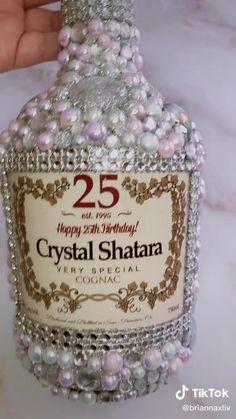 Bedazzled Liquor Bottles, Decorated Liquor Bottles, Glitter Wine Bottles, Bling Bottles, Alcohol Bottle Decorations, Alcohol Bottle Crafts, Wine Bottle Crafts, Mini Alcohol Bottles, Diy Wine Glasses