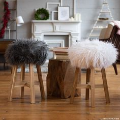 Beating the Cold with Bespoke Style: Crafts Made with Faux Fur - DIY & Crafts Diy Pillow Covers, Diy Pillows, Fluffy Stool, Faux Fur Stool, Fur Decor, Diy Stool, Stool Covers, Diy Home Decor Projects, Diy Furniture