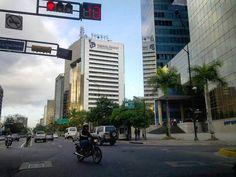 """79 Me gusta, 15 comentarios - Mara (@mara.jg) en Instagram: """"#Caracas #Venezuela #avenida #franciscodemiranda #avenue #cityscape #urbanscape #ciudad_ve…"""""""