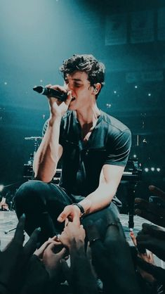 Shawn in glasgow, uk sm in 2019 shawn mendes, shawn mendes t Shawn Mendes Memes, Shawn Mendes Tour, Shawn Mendes Imagines, Shawn Mendes Sin Camisa, Shawn Mendes Lindo, Shawn Mendes Wallpaper, Zayn Malik, Niall Horan, Shawn Mendes Concerto