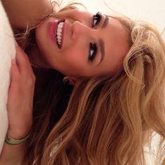Thalia (thalia) no Twitter