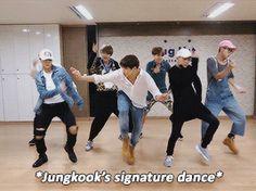 방탄소년단-뱁새 [BTS - Baepsae Meaning] | K-Pop Amino