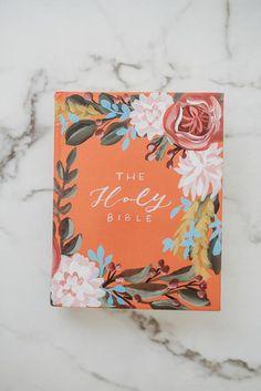 Painted Books, Hand Painted, Cute Bibles, Bibel Journal, Bible Verse Wallpaper, Bible Notes, Acrylic Artwork, Book Cover Art, Bible Art
