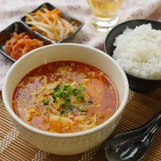 ピリッと辛くてあったまる。ふわふわ卵の麻婆スープ - macaroni