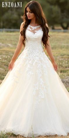 This gown by Enzoani is dripping with elegant fairytale vibes! Photo: Jay Jay Pr, This gown by Enzoani is dripping with elegant fairytale vibes! Photo: Jay Jay Pr This gown by Enzoani is dripping with elegant fairytale vibes! Dream Wedding Dresses, Bridal Dresses, Wedding Gowns, Bridesmaid Dresses, Princess Wedding Dresses, Hair Wedding, Wedding Bridesmaids, Wedding Rings, Pretty Dresses