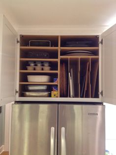 Admit to yourself that kitchen renovation isn't a simple Do It Yourself. You might believe that you know exactly what to do since hey it's your kitchen. However never ever ignore the suggestions experts can give you. Diy Kitchen Storage, Kitchen Cabinet Design, Kitchen Redo, Kitchen Layout, New Kitchen, Kitchen Cabinets, Kitchen Organization, Kitchen Sinks, Cupboards