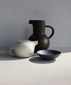Home Decor Objects Ideas : clam lab Ceramic Tableware, Glass Ceramic, Ceramic Clay, Ceramic Pottery, Still Life Photos, Still Life Art, Earthenware, Stoneware, Mug Design