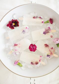 Make these Kendall-Jackson Pinot Gris Winesicles with Edible Flowers perfect for a hot spring or summer day! Make these Kendall-Jackson Pinot Gris Winesicles with Edible Flowers perfect for a hot spring or summer day! Frozen Desserts, Frozen Treats, Flower Food, Edible Flowers, Summer Treats, Ice Cream Recipes, Food Presentation, Cocktails, Drinks