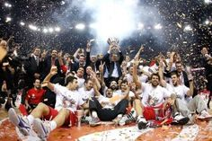 Olympiacos conquista su tercera Euroliga en Londres tras someter a un Real Madrid que desperdició 17 puntos de ventaja. Spanoulis, MVP