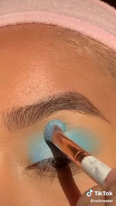 Makeup Eye Looks, Eye Makeup Art, Glowy Makeup, Blue Makeup, Makeup Eyes, Skull Makeup Tutorial, Makeup Looks Tutorial, Maquillage On Fleek, Rainbow Eye Makeup
