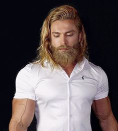 Do not just grow a short beard, rather use it to enhance your personality and manly look. Here are 70 most popular and trendy short beard styles you can try. Hot Beards, Great Beards, Awesome Beards, Beard Styles For Men, Hair And Beard Styles, Long Hair Styles, Men's Grooming, Hair Men Style, Long Hair Beard