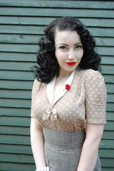 love the light color beige and grey of the outfit, with a touch of red on lips and the spindle