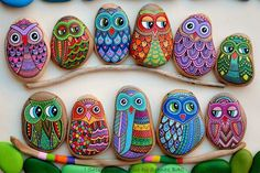 This interesting list of turtle painted rock will give you many ideas. See examples of this extraordinary turtle painted rocks. Turtle Painting, Dot Art Painting, Pebble Painting, Pebble Art, Stone Painting, Turtle Painted Rocks, Owl Rocks, Painted Rock Animals, Painted Stones