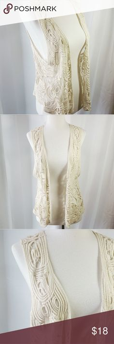 lauren conrad knit vest Gorgeous LC lauren conrad knit top.  This is perfect for music festival season!!! 🎵 ☮✌ It's in good condition!   Thanks so much for shopping my closet!!!  xoxo,  fab_bella LC Lauren Conrad Tops