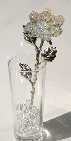 Crystal Rose made with Swarovski Crystal in glass vase - Trend 2019 Jewelery Swarovski Crystal Figurines, Swarovski Crystals, Forever Rose, Accesorios Casual, Magical Jewelry, Glass Figurines, Crystal Rose, Fantasy Jewelry, Gothic Jewelry