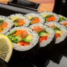 En la comida japonesa es tan importante el colorido la forma y la presentación tanto como el sabor ...