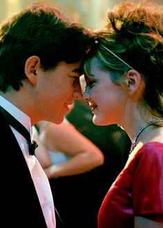 Joseph Gordon-Levitt and Larisa Oleynik in 10 Things I Hate About You