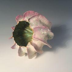 pink - ceramic - Alice R. Ceramic Clay, Porcelain Ceramics, Ceramic Bowls, Ceramic Pottery, Organic Form, Organic Shapes, Art Et Design, Organic Ceramics, Paperclay