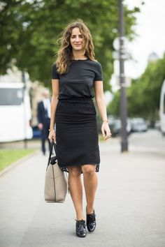 : All black but not at all boring, thanks to a hint of lace and a pair of borrowed-from-the-boys brogues. Source: Le 21ème | Adam Katz Sinding