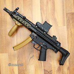 Ar Rifle, Futuristic Motorcycle, Submachine Gun, Mp5, Military Guns, Cool Guns, Assault Rifle, Weapons Guns, Firearms