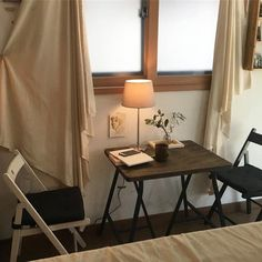 6 Creative Tips on How to Make a Small Bedroom Look Larger Cafe Interior, Interior And Exterior, Korean Bedroom, Cafe Design, House Design, Aesthetic Rooms, Cozy Place, My New Room, Interior Design Inspiration