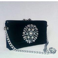 Bolsa clutch de festa super delicada feita de veludo e bordada a mão! www. 9d3e4337681