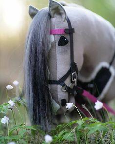 #keppihevonen #taikakeppari #hobbyhorse #horsesofinstagram #käpphäst #horseriding #arabianhorse #amazinghorse #keppari #stickhorse #handmade #horse #pony #instagood #amazing Horse Stalls, Horse Tack, Stick Horses, Hobby Horse, Stables, Art Tutorials, The Incredibles, Elmo, Anastasia