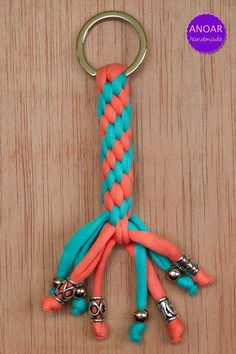 See more ideas about Yarns, Diy crochet and Crochet crafts. Knit And Crochet Now, Bag Crochet, Crochet Crafts, Diy Keychain, Tassel Keychain, Keychains, Crochet Patterns For Beginners, Easy Crochet Patterns, Finger Knitting