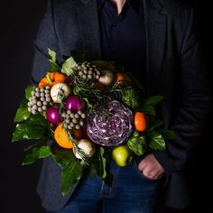Bouquet can be so elegant! Edible Bouquets, Edible Flowers, Home Flowers, Leaf Flowers, Red Velvet Wedding Cake, Vegetable Bouquet, Strawberry Flower, Alternative Bouquet, Fruit Decorations