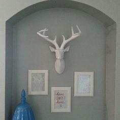 A fauxidermy chic hallway niche. Deer Head Decor, Fancy Houses, Starter Home, Artsy Fartsy, Home Projects, Deer Heads, Sweet Home, Gallery Wall, Nate Berkus