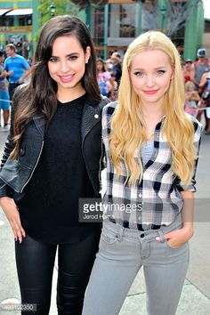 Sofia Carson and dove Cameron from my favourite movie descendants 2 love it Dove Cameron Descendants, Les Descendants, Descendants Pictures, Dov Cameron, Vestidos Color Vino, Dove Cameron Style, Sophia Carson, Mal And Evie, Thomas Doherty