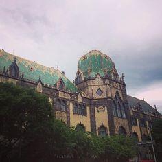 Dach. Ładne. Chcę taki. #budapest #hungary🇭🇺 #roofsofbudapest #jesuistombeesouslecharme