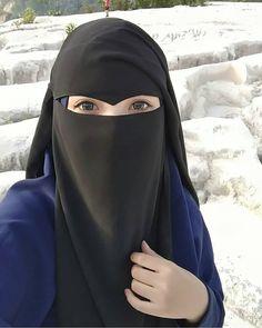 etiap orang pasti punya aib. Maka janganlah kita mencela orang karena aibnya. Nabi salallahu alaihi wa salam pernah bilan Hijab Niqab, Hijab Chic, Hijab Outfit, Niqab Fashion, Muslim Fashion, Fashion Dresses, Beautiful Muslim Women, Beautiful Hijab, Burka Style
