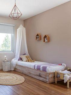 Girl's room with bed canopy #bunnyonastump