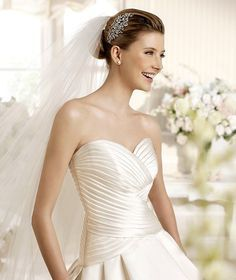 SALSA » Wedding Dresses » 2013 Costura Collection » La Sposa (close up)