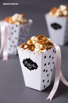 Gesalzenes Karamell Popcorn mit Salzbrezeln