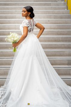 We are smiling today because of the beautiful couple. Teleola and her forever love, Edidem had such an amazing white wedding. Bride Reception Dresses, Fancy Wedding Dresses, Wedding Dresses With Flowers, Wedding Dress Trends, Wedding Bridesmaid Dresses, Boho Wedding Dress, Designer Wedding Dresses, Bridal Dresses, Wedding Gowns
